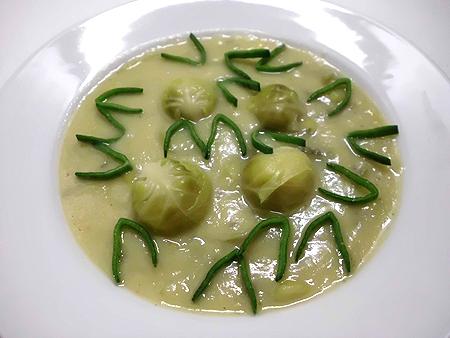 Kartoffelcremesuppe mit Rosenkohl