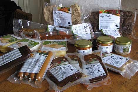 Vegane Würste, Käse, Sojasteaks und Aufstriche