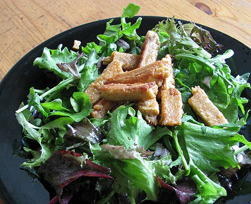 wie-huhn-auf-salat